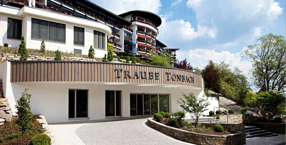 hotel hotel traube tonbach baiersbronn tonbach restaurantf hrer gusto. Black Bedroom Furniture Sets. Home Design Ideas